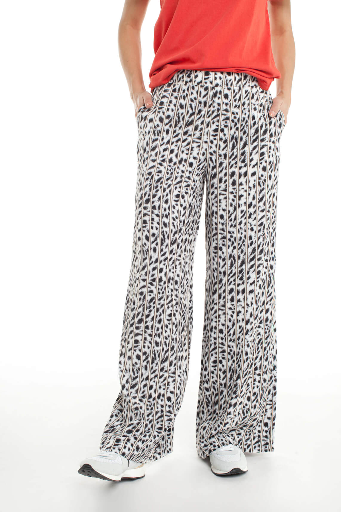 Alix The Label Dames Flared panterprint broek Grijs