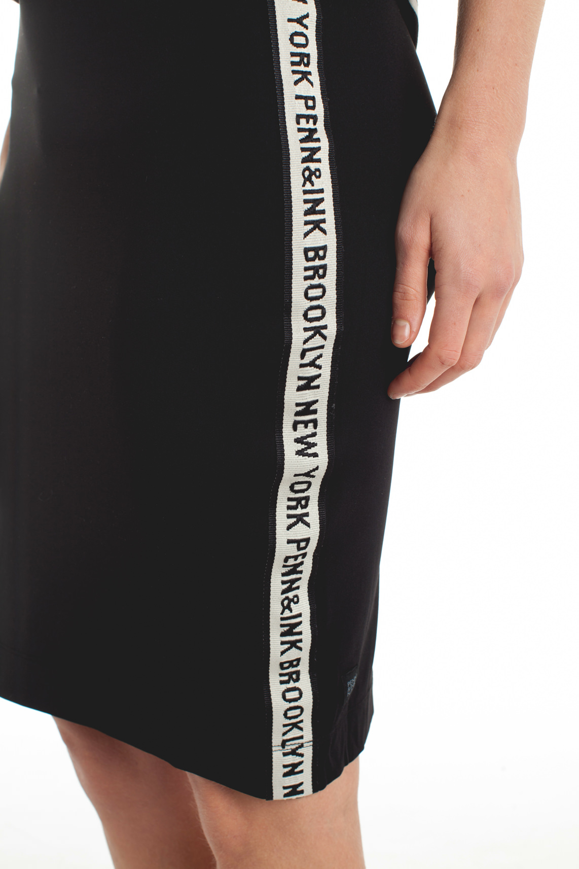 Penn & Ink Dames Rok met tekstprint zwart