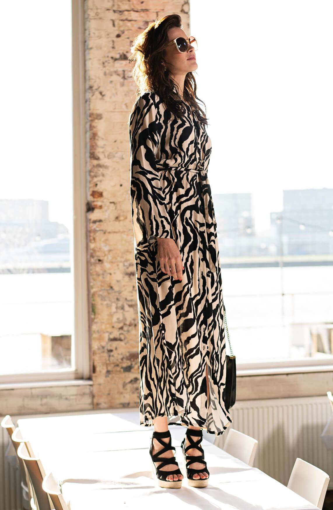 Anna Dames Lange zebrajurk zwart