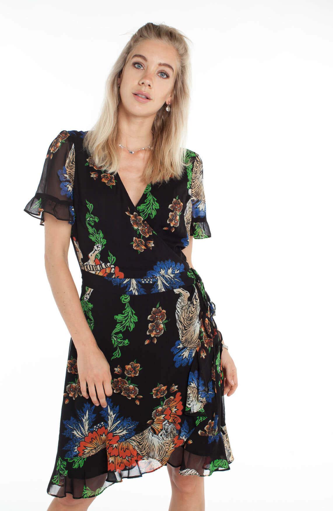 Alix The Label Dames Korte jurk met overslag en ruffles zwart