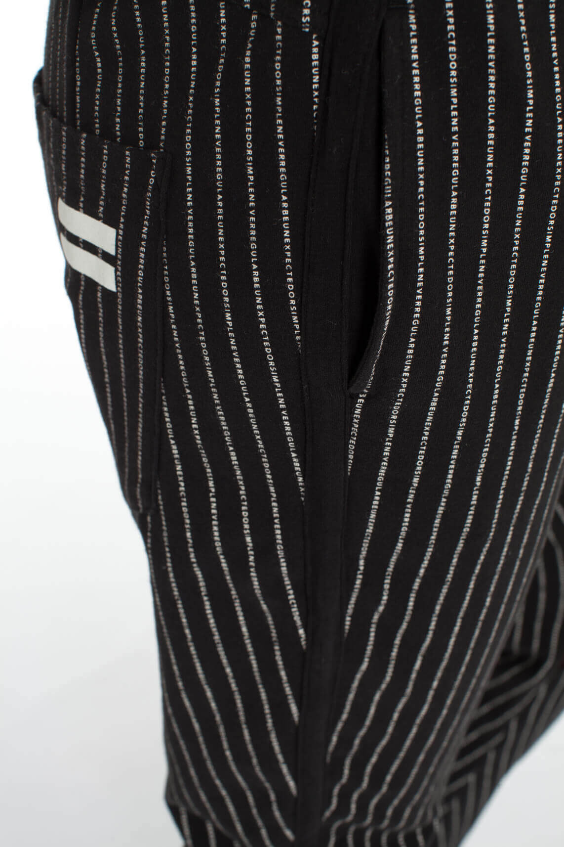 10 Days Dames Jogger met verticale tekstprint zwart