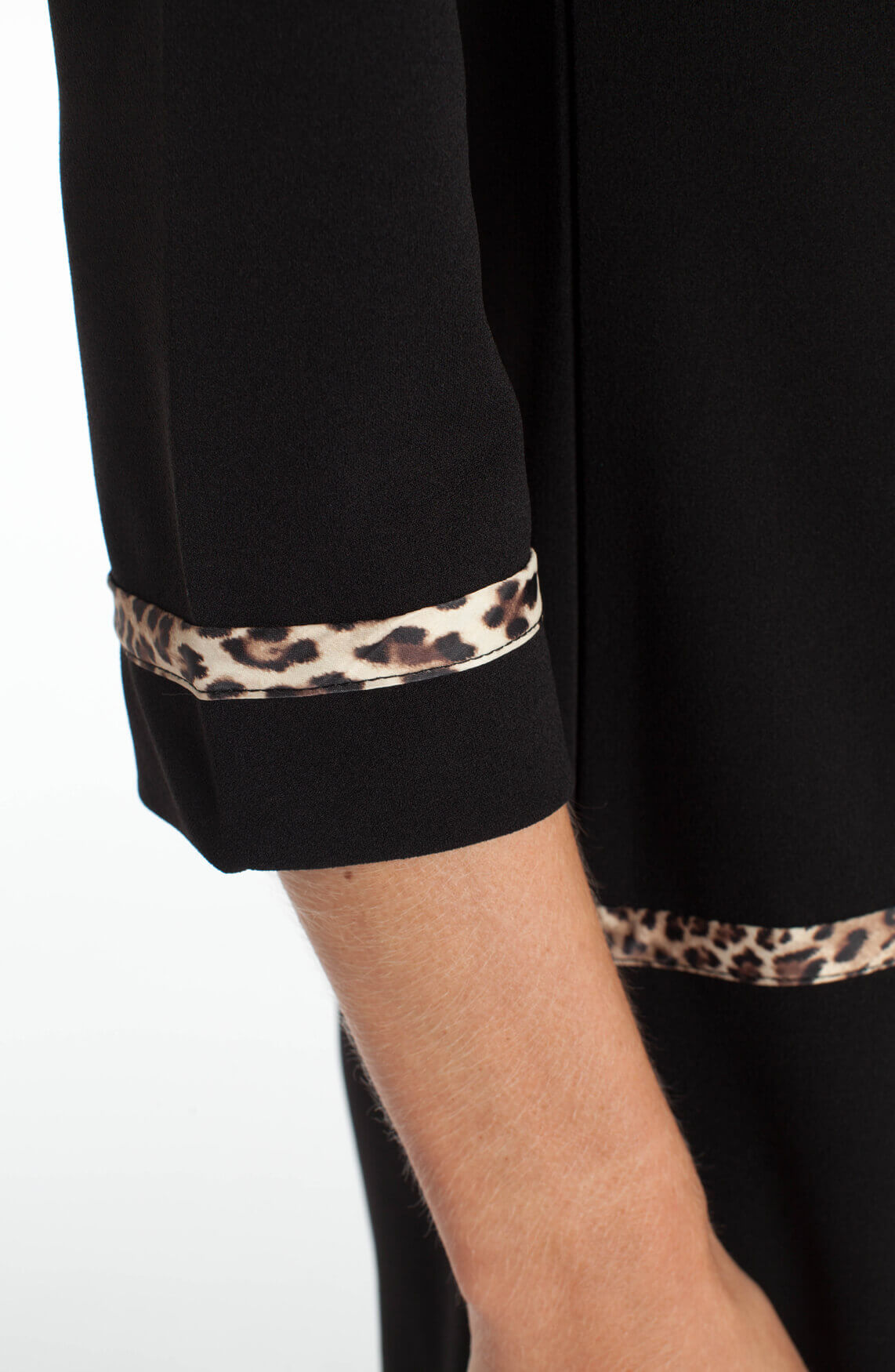 Ana Alcazar Dames Jurk met panter detail zwart