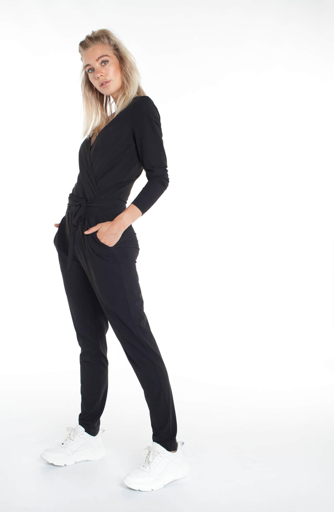Anna Dames Jersey sensitive jumpsuit met ceintuur zwart