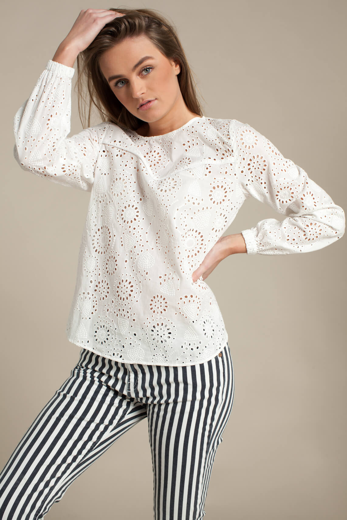Anna Dames Broderie blouse wit