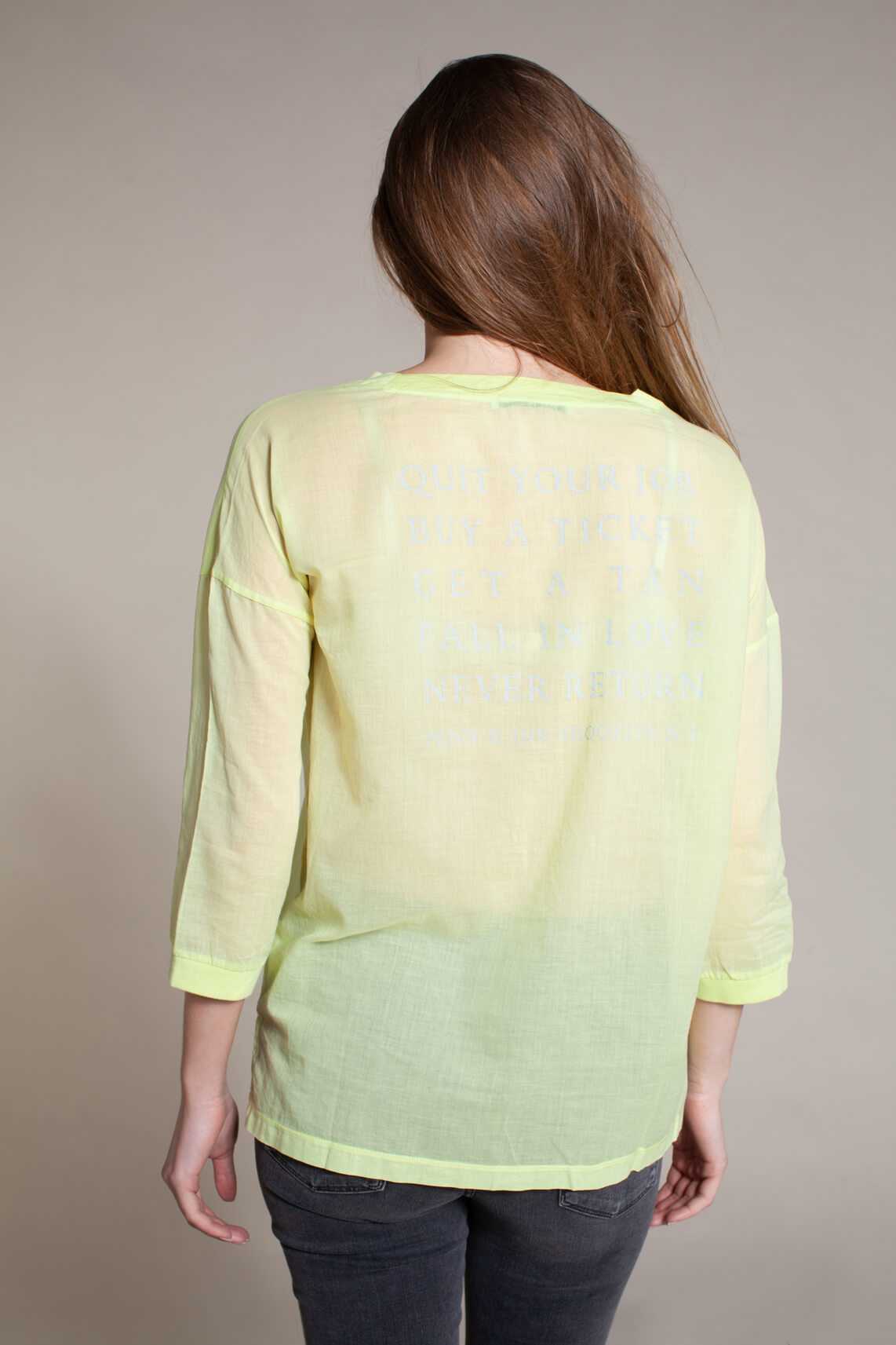 Penn & Ink Dames Shirt met v-hals geel