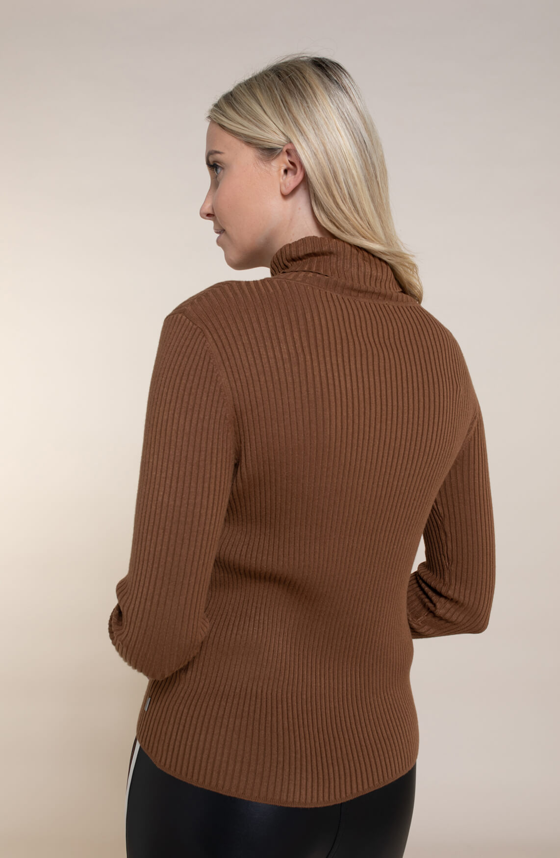 Anna Dames Ribgebreide pullover Bruin
