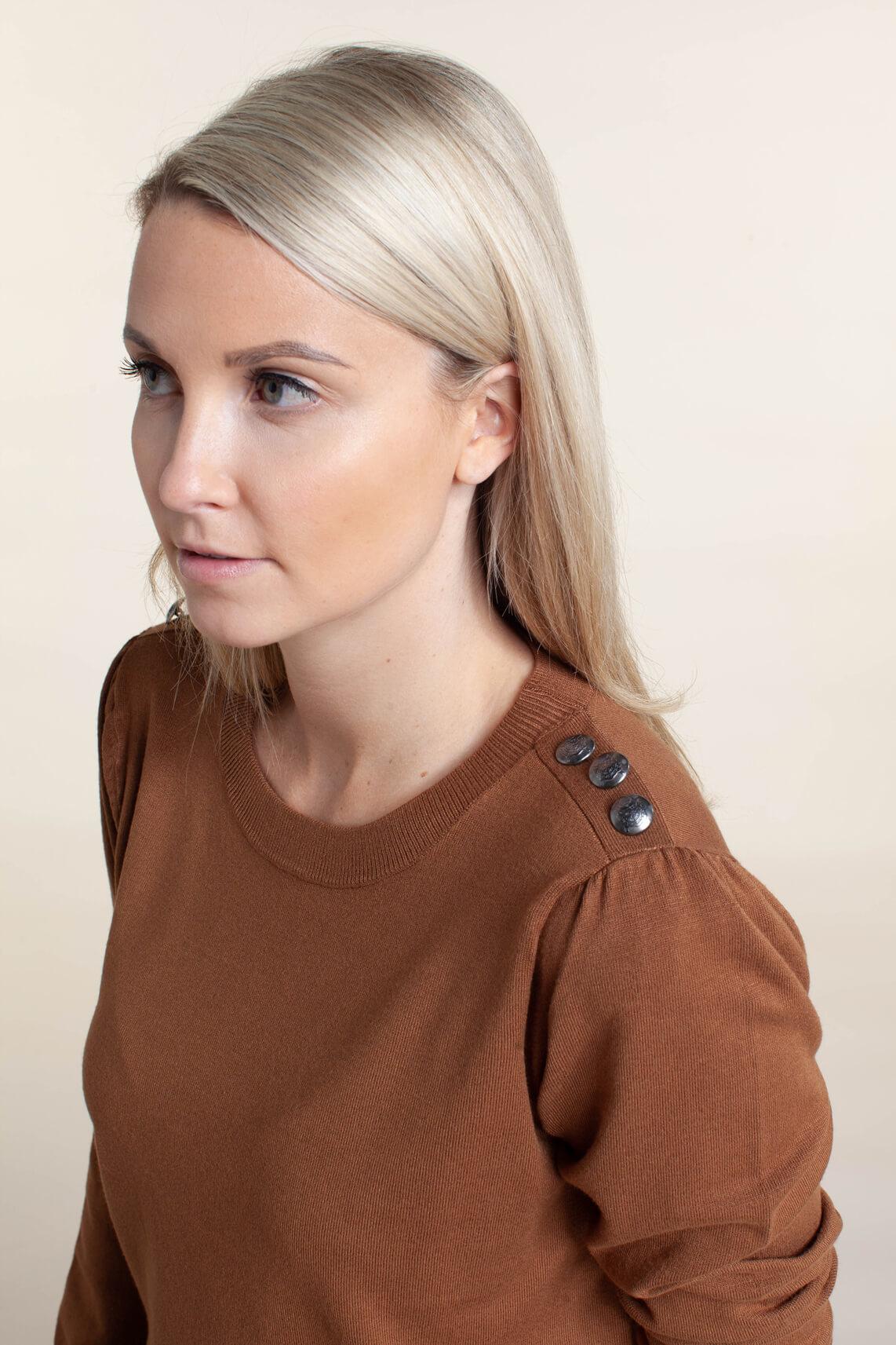 Anna Dames Pullover met sierknopen Bruin