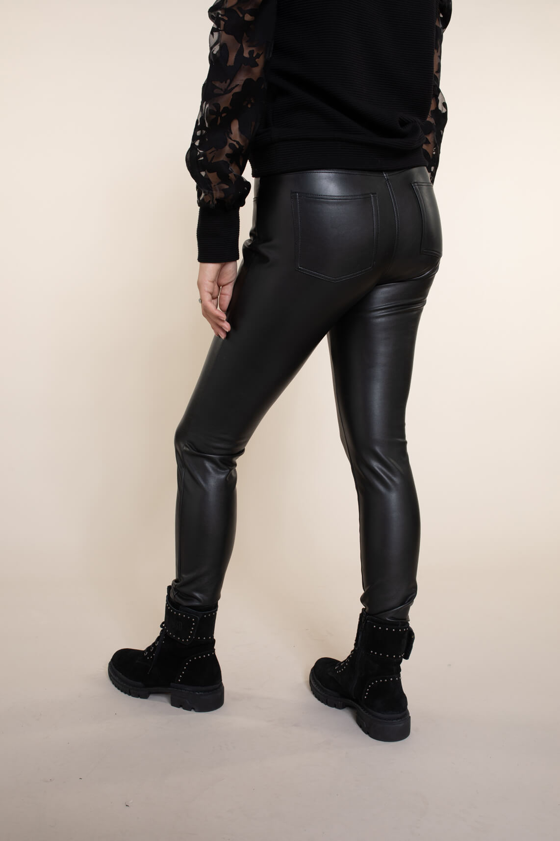 Anna Dames Imitatieleren broek zwart