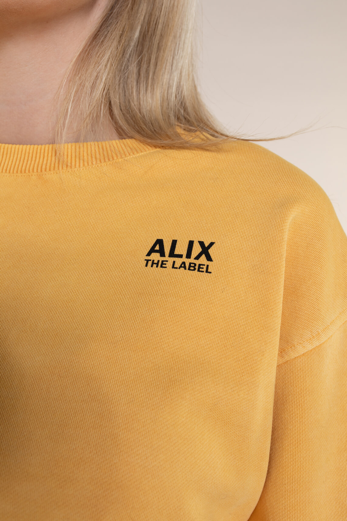 Alix The Label Dames Oversized On Tour sweater geel