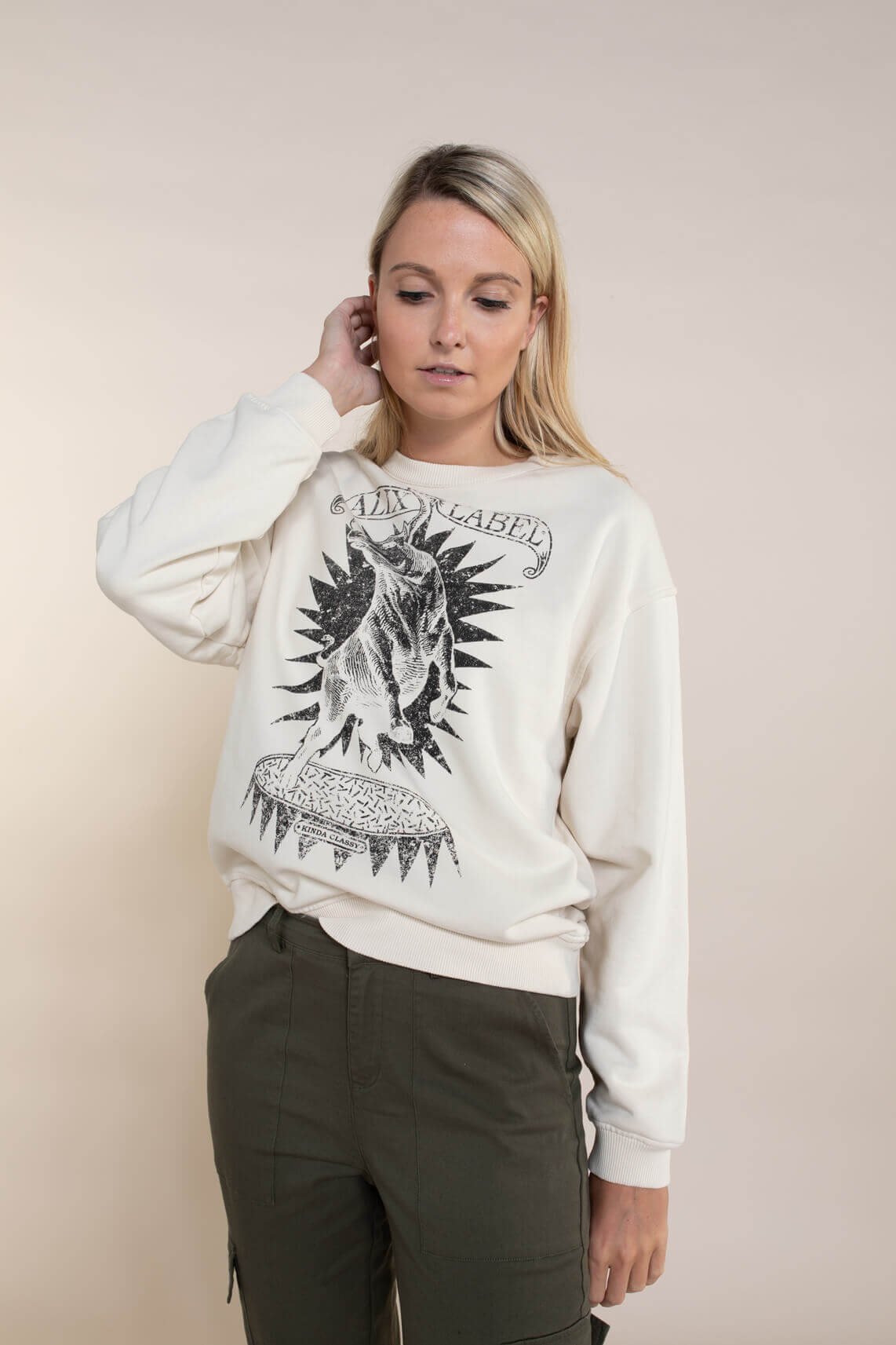 Alix The Label Dames Oversized Bull sweater Ecru