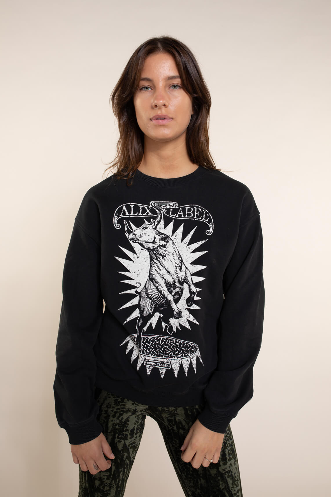 Alix The Label Dames Oversized Bull sweater zwart