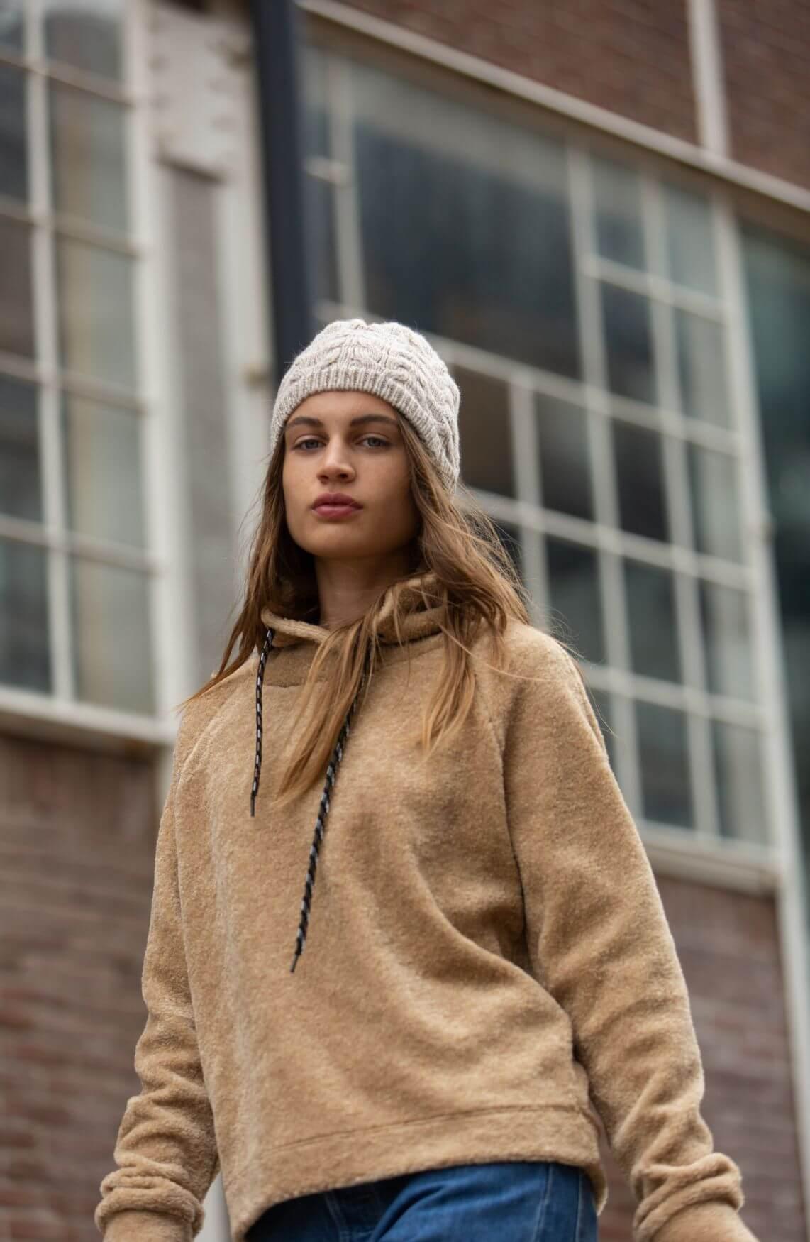 Anna Blue Dames Teddy sweater Bruin