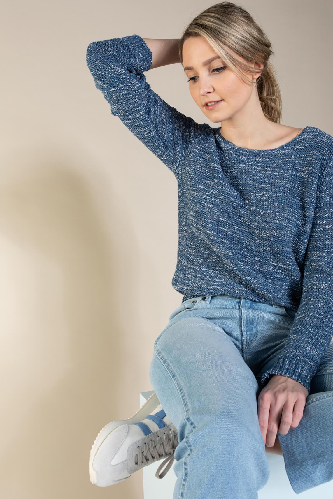 Anna Dames Pullover in bandgaren Blauw
