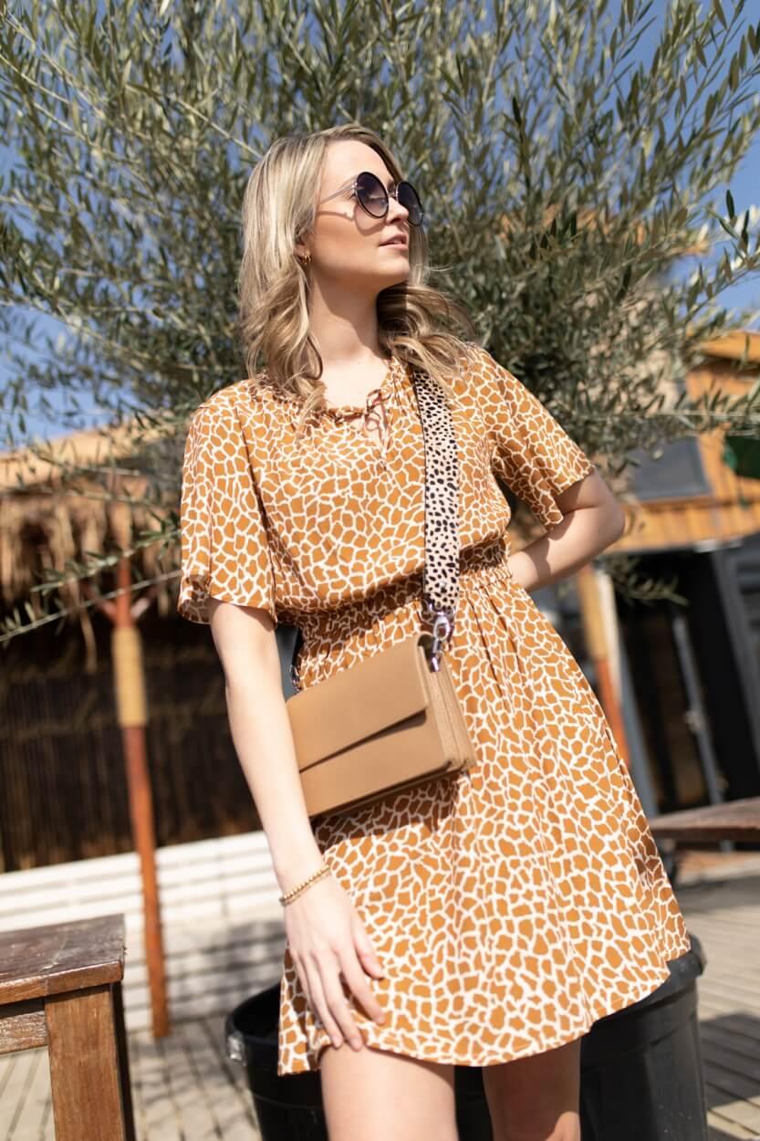 Anna Dames Jurk met giraffe print Bruin